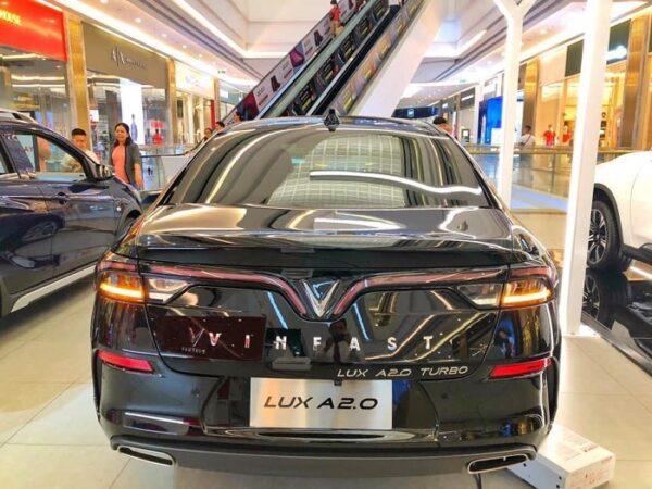 Đuôi xe Lux A2.0 được thiết kế ấn tượng và nổi bật