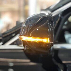 Gương hậu xe VinFast Lux A2.0 được tích hợp báo rẽ đẹp mắt và dễ nhận diện
