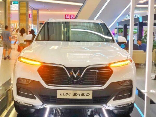 Đầu xe VinFast Lux SA2.0 mạnh mẽ và ấn tượng