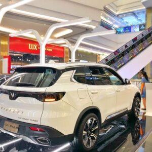 Vẻ đẹp của VinFast Lux SA2.0 khi nhìn từ phía sau xe