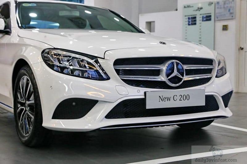so sánh VinFast Lux A2.0 và Mercedes C200