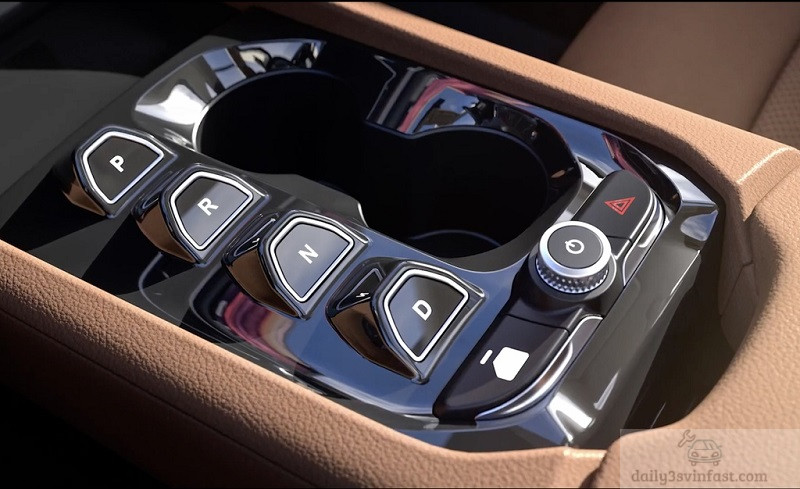 VF e35 phải kể đến việc không có cần số truyền thống mà xuất hiện dàn nút bấm chuyển số bố trí ở khu vực điều khiển trung tâm
