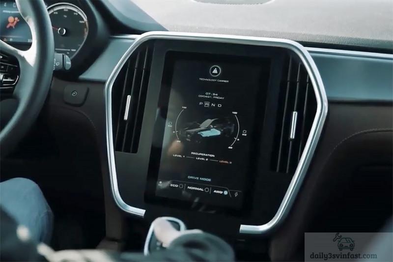 Màn hình trung tâm hiển thị các chế độ lái, tình trạng pin & vận hành của xe, đây là chức năng không có trên VinFast Lux SA2.0 bản máy xăng