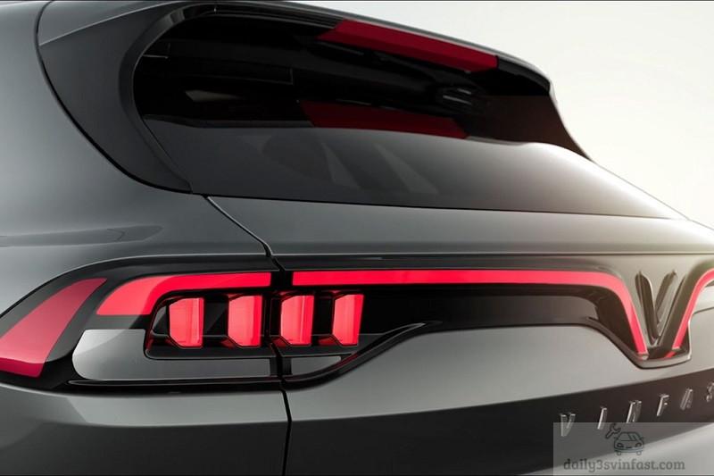 Phần đuôi xe với đèn hậu quen thuộc dạng điểm ở 2 bên và được nối liền với nhau.