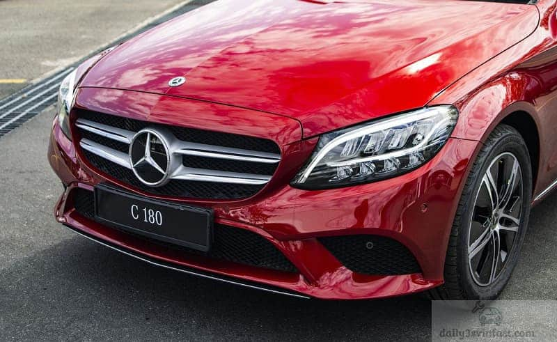 Đầu xe Mercedes-Benz C 180 AMG
