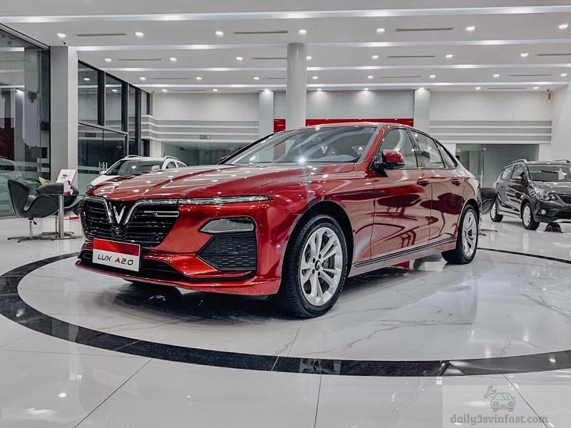 VinFast Lux A2.0 màu đỏ