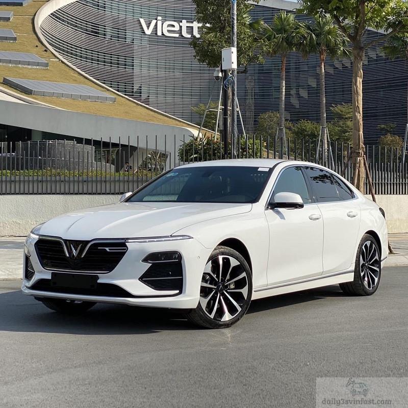 VinFast Lux A2.0 màu trắng