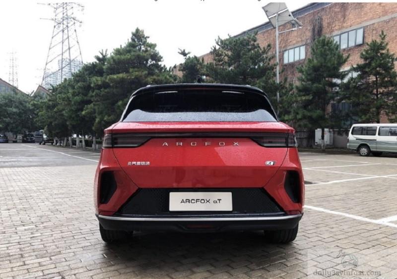 Diện mạo phần đuôi của mẫu ô tô điện này vô cùng sang trọng