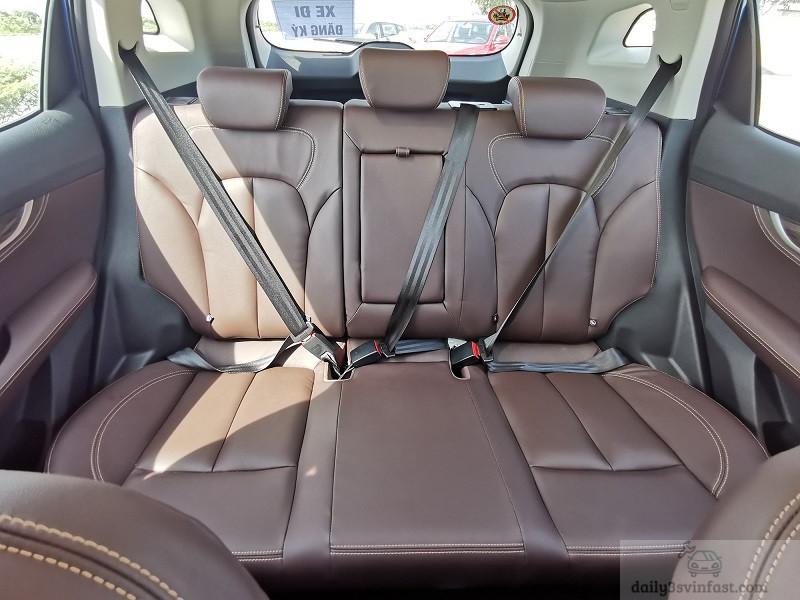 Ghế trên xe được hãng bọc da cao cấp