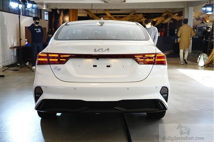 Phần đuôi xe Kia Cerato 2022