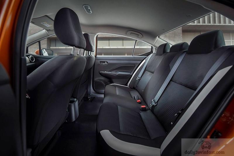 hàng ghế sau Nissan Almera