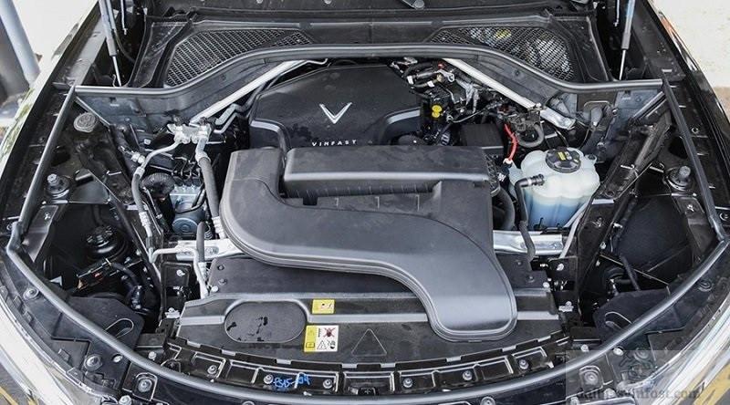 So sánh VinFast Lux SA2.0 và Mercedes GLC200 về động cơ