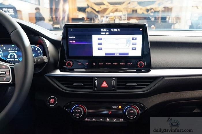 Các tiện ích thiết yếu trên xe Kia Cerato 2022