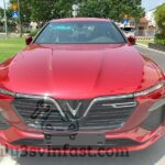 Ngất ngây bộ ảnh VinFast Lux A2.0 màu đỏ trên góc phố nhỏ