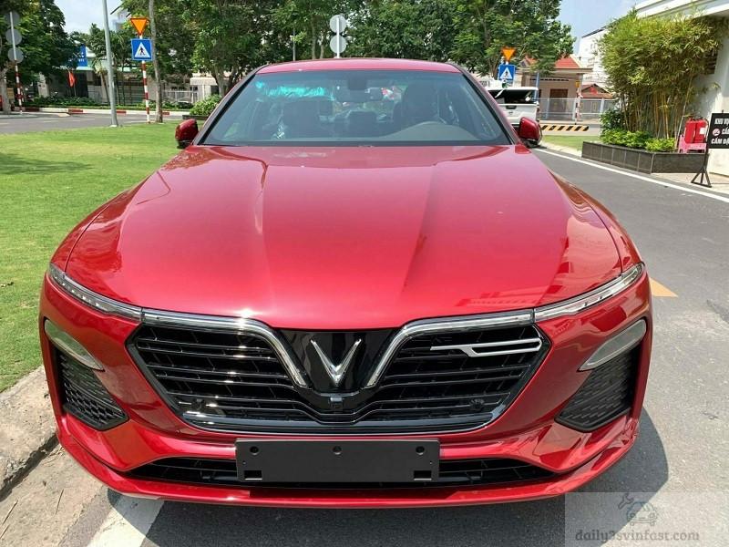 Hình ảnh VinFast Lux A2.0 màu đỏ